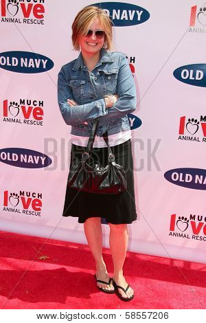 BEVERLY HILLS - APRIL 29: Sherry Stringfield at the Old Navy Nationwide Search for a New Canine Mascot at Franklin Canyon Park on April 29, 2006 in Beverly Hills, CA.