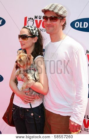 BEVERLY HILLS - APRIL 29: Heather McComb and James Van Der Beek at the Old Navy Nationwide Search for a New Canine Mascot at Franklin Canyon Park on April 29, 2006 in Beverly Hills, CA.
