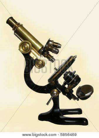 Microscopio de bronce