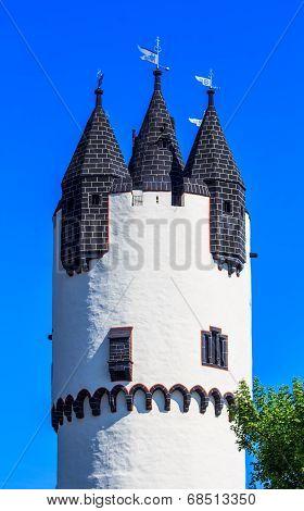 Donjon tower in Castle Park of Hanau-Steinheim, Germany