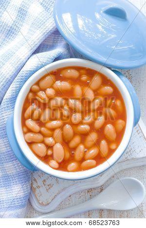 White beans with tomato sauce