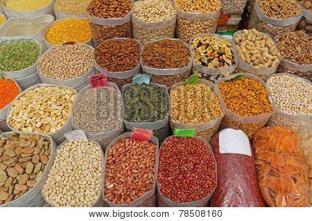 Nuts Market