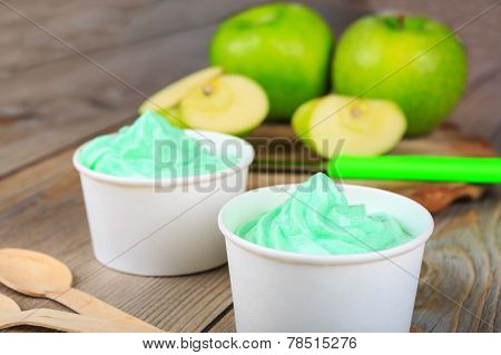 Frozen Creamy Ice Yoghurt  With Fresh Green Apples