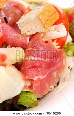 Fresh salad with prosciutto
