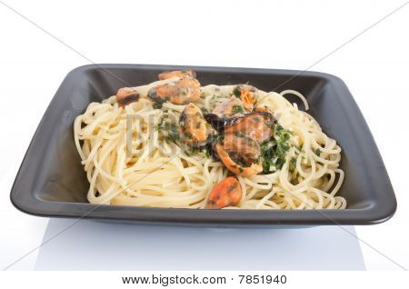 Spaghetti With Mussels And Garlic
