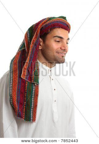 lächelnd arabische Jüngling