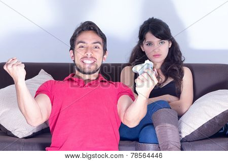 girlfriend waiting for boyfriend to stop playing video games