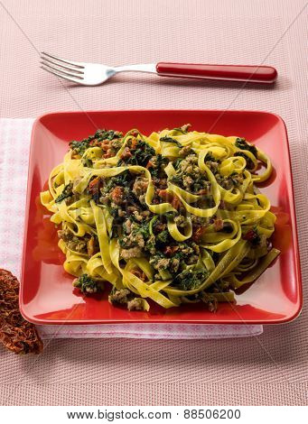 tagliatelle with sausage spinach and dried tomatoes