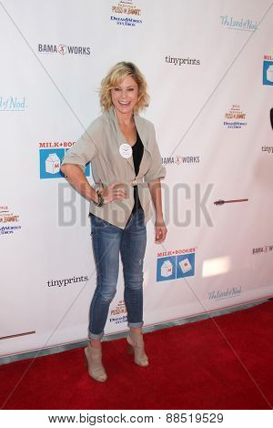 LOS ANGELES - FEB 19:  Julie Bowen at the Milk+Bookies Sixth Annual Story Time Celebration at the Toyota Grand Prix Racecourse on April 19, 2015 in Long Beach, CA
