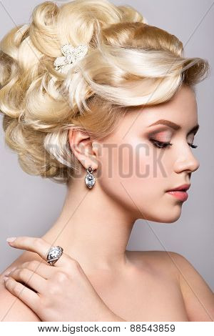 Portrait of beautiful bride. Hairstyle.