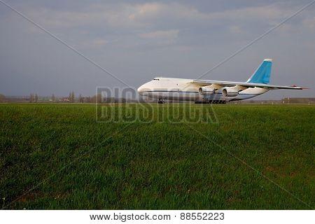 Huge Cargo Aircraft