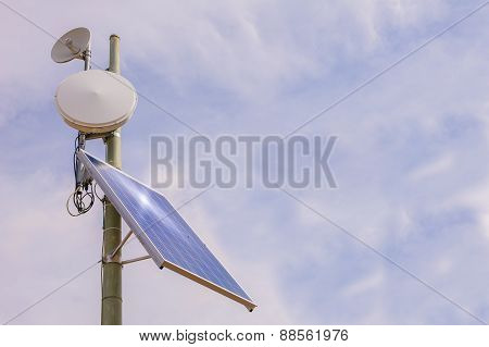 Antenna Repeater With Solar Panel
