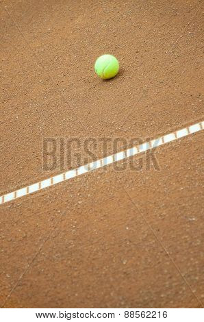 tennis ball at the t line in the tennis court