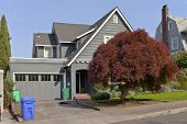 picture of portland oregon  - Residential homes on the west hills in Portland Oregon - JPG