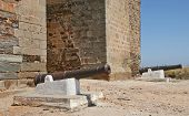 foto of cannon  - The picture shows  two cannons in front of  a town gate in Mourao - JPG