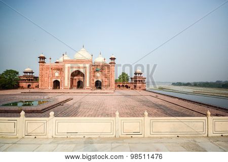Mosque On The West Side Of Taj Mahal