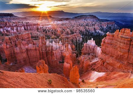 Sunrise Thor's Hammer Sunset Point Hoodoos Photographer Bryce Canyon National Park Utah