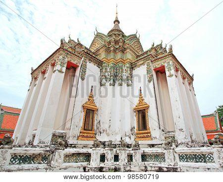 Large Vihara In Wat Pho (wat Phra Chetuphon)