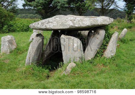 Gallery Grave In L Ile Grande  In Brittany