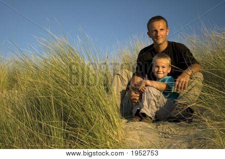 Vater und Sohn Wegsehen