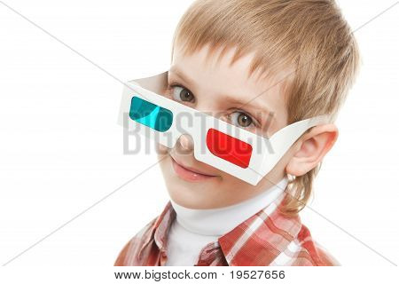 kid looking through 3d glasses
