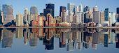 Постер, плакат: Панорама Манхэттен с отражением воды