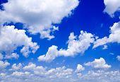 Постер, плакат: Природа фон белые облака над голубое небо