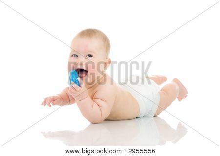 Tot vaststelling van kleine Baby met een geïsoleerd stuk speelgoed
