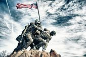 picture of iwo  - Marine Corps War Memorial (also called the Iwo Jima Memorial)