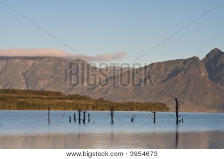 Teewwaterskloof Dam