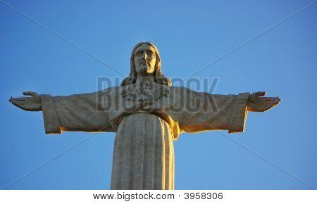 Estatua de Cristo Jesús en Almada