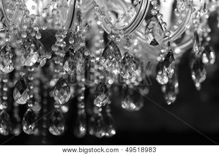 Lámpara Chandelier Chrystal close-up. Fondo de glamour con copia espacio
