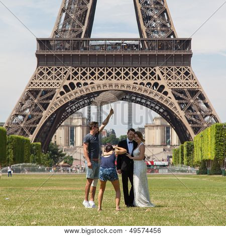 Paris - July 27: Newly Wed Couple At The Eiffel Tower On July 27, 2013, In Paris. The Eiffel Tower I