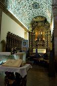 Постер, плакат: Алтарь и алтарь собора Se в Визеу Португалия