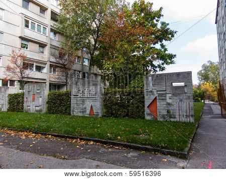 a residential community in linz, austria. green spaces with art