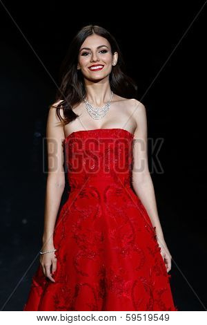 NEW YORK-FEB 6: Actress Victoria Justice wears Oscar de la Renta at The Heart Truth Red Dress Collection show during Mercedes-Benz Fashion Week at Lincoln Center on February 6, 2014 in New York City.