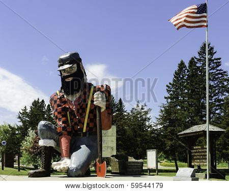 Statue Of Paul Bunyan The Giant Lumberjack