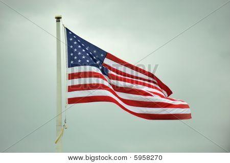 Bandera ondeando en el viento