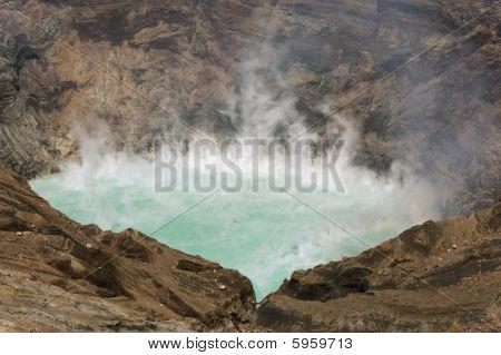 Sulfúrico volcán Lago