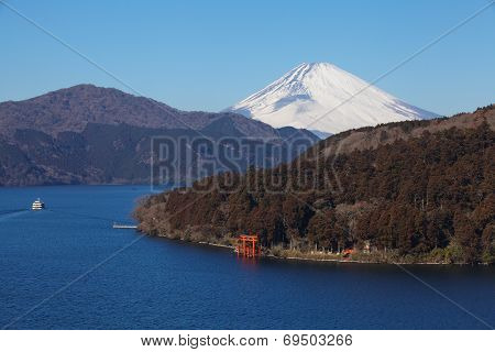 lake ashi and mountain fuji in winter season