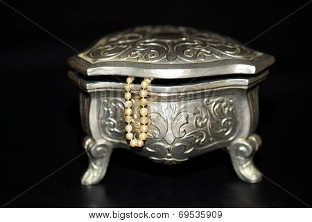 Jewelry box with pearls