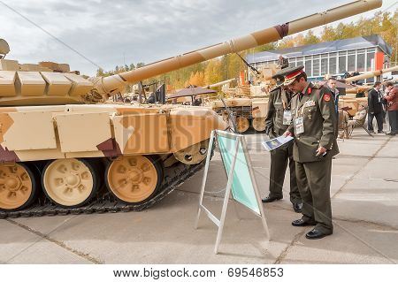 Officers of foreign army studies tank T-72. Russia