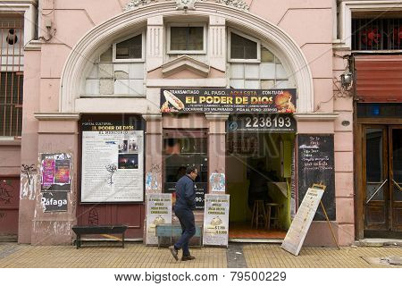 Man enters to a restaurant in Valparaiso, Chile.