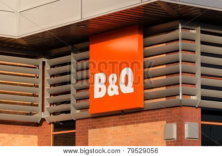 B&Q Sign And Shopfront
