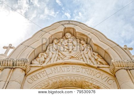 Mausoleum Petrinovic detail