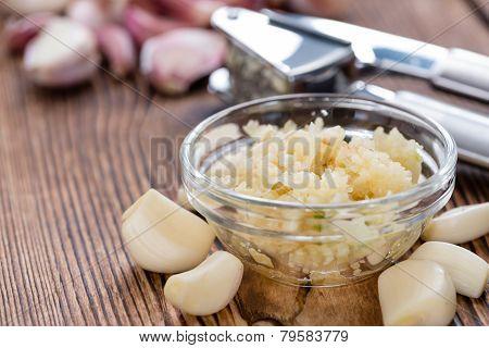Garlic Press (with Fresh Garlic)