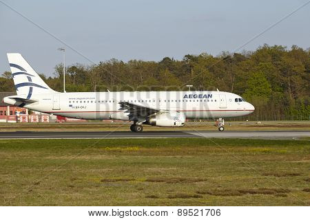 Frankfurt Airport - Airbus A320 Of Aegean Airlines Takes Off