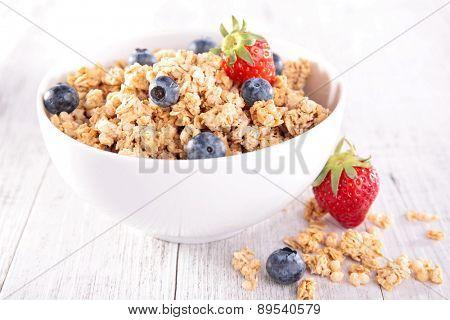 granola with berry