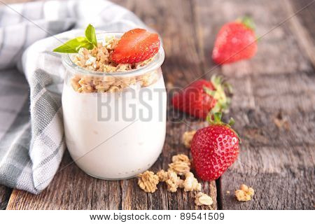 yogurt,muesli and strawberry