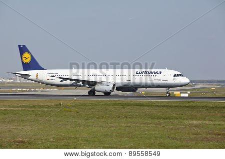 Frankfurt Airport - Airbus A321-100 Of Lufthansa Takes Off